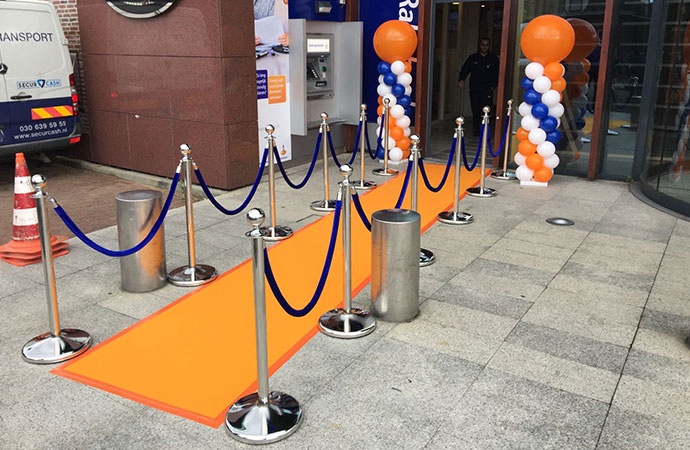 Rabobank Oranje Loper En Afzetpaaltjes